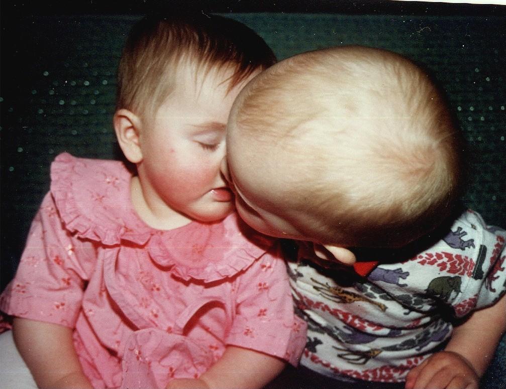 Emilee& Austin kissin'!